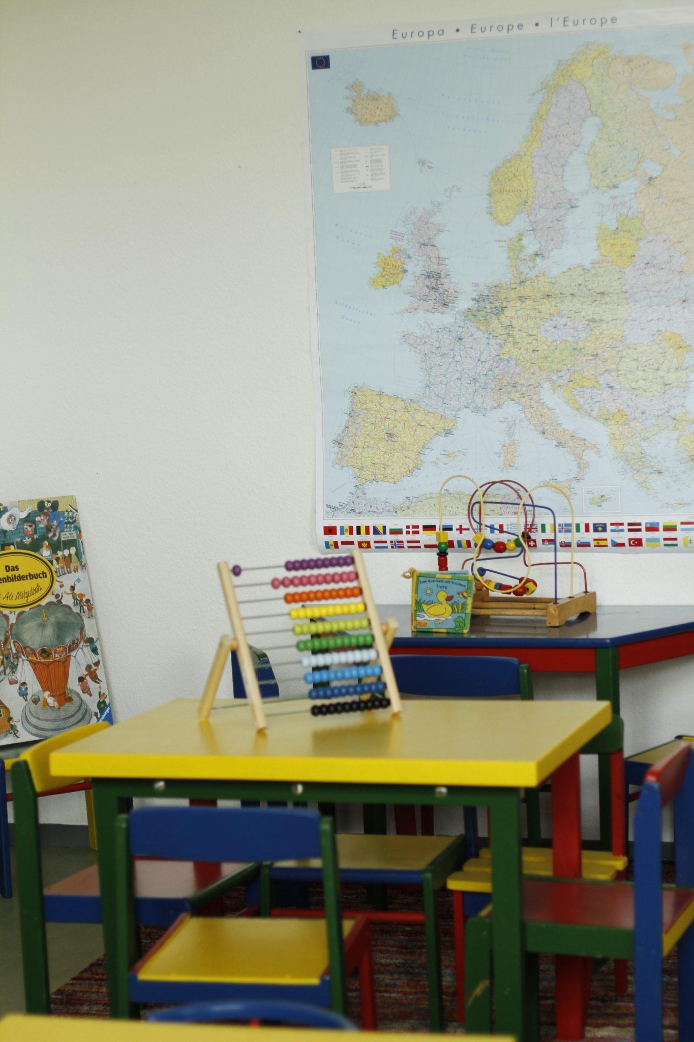 Leseoasen in Flüchtlingsunterkünfte fördern den Spracherwerb